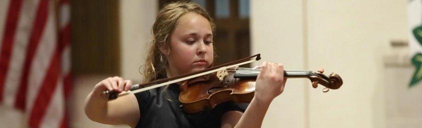 Virtuoso violinist Amelia Piscitelli